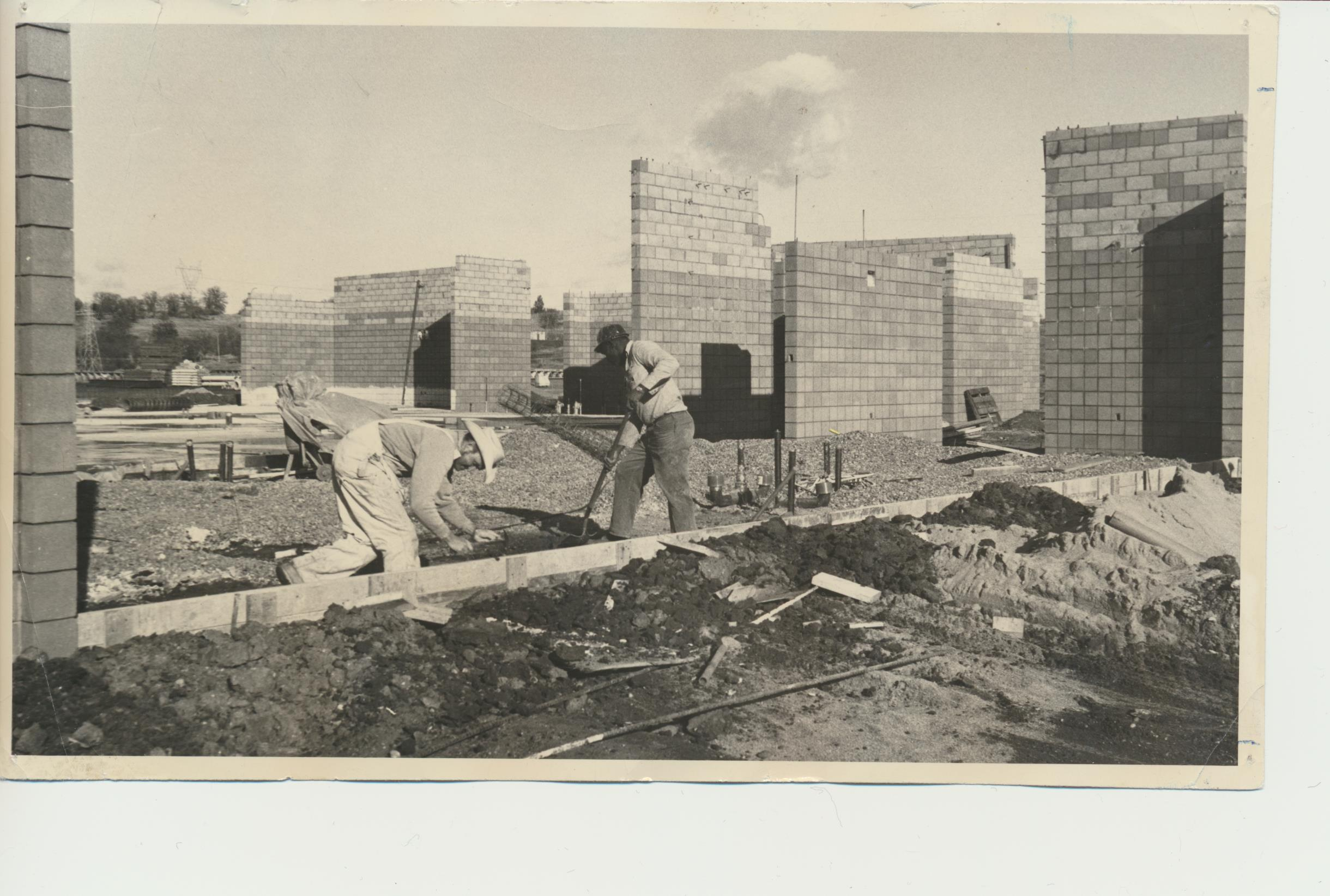 1508511300-old_photo_of_two_workmen_building_wyandotte