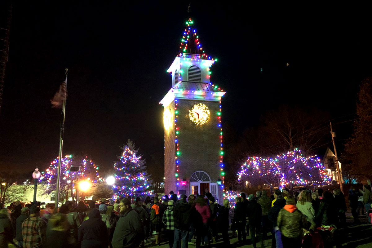 1520967655-clock-tower-holiday-lighting-garrettsville