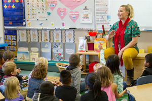 Jill Thoeny teaches kindergarten students in both English and Spanish
